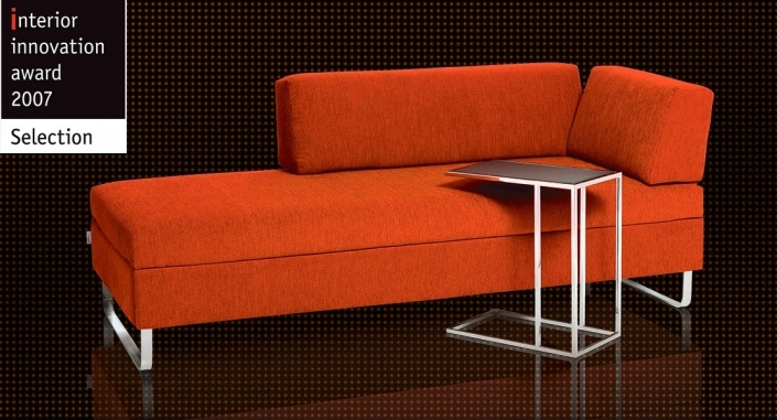 Das preisgekrönte BED for LIVING Doppio Schlafsofa in Orange.